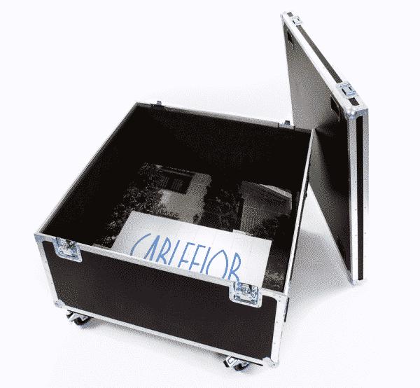 Flight case with wheels to transport floor